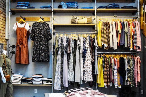 kelebihan toko online yang paling utama adalah biaya pembuatannya yang sangat murah dibanding toko fisik